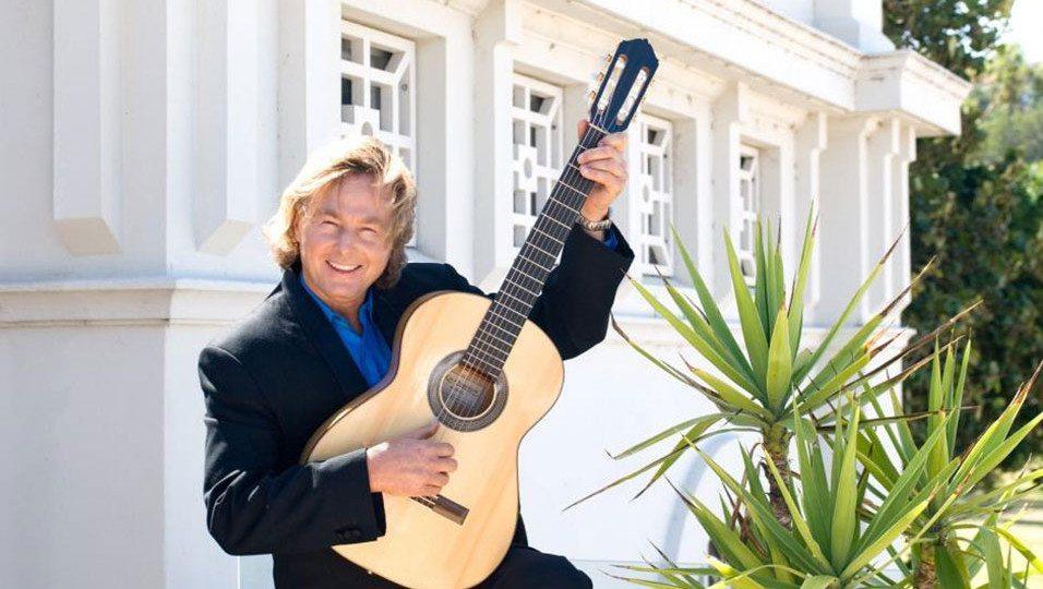 phil-moorea-solo-guitarist